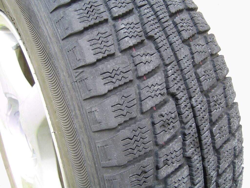 Second hand part worn tyres danger